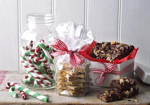 Christmas gift basket ideas to make for work